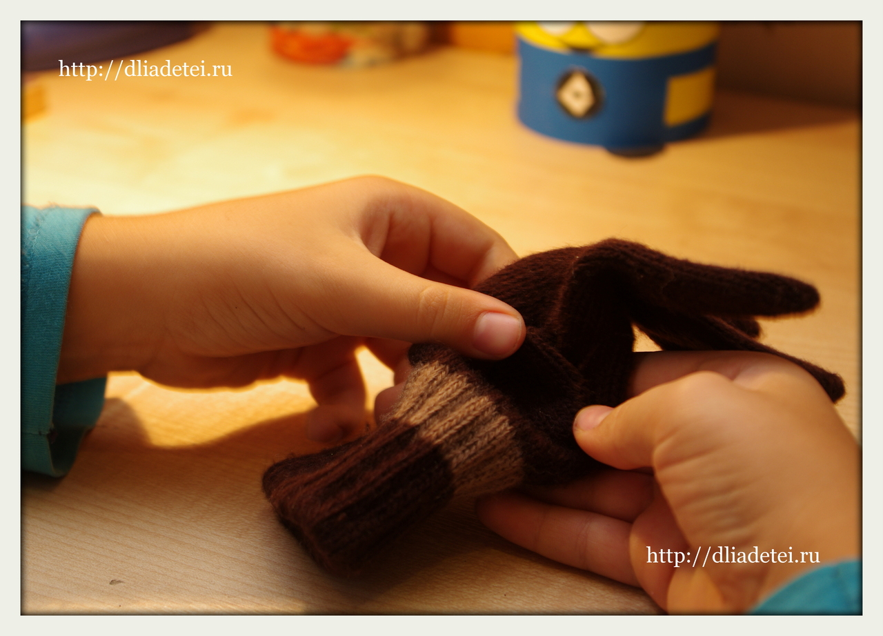 поделки для детей, игрушки +из перчаток, игрушки +из перчаток +своими руками, +как сделать игрушку +из перчатки, мальчики шьют, дети шьют игрушки